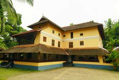 A Peek into the Traditional Houses of Kerala Kerala Traditional House, Traditional Exterior, Traditional House Plans, Kerala Architecture, Vernacular Architecture, Architecture Design, Chettinad House, Kerala Travel, Kerala Houses