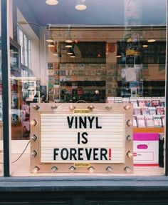 A cool retro record store. A more chill version of Empire Records. An they could carry local talent cds and vinyl as well. Lps, Techno, Nachhaltiges Design, Vinyl Junkies, Record Players, Vinyl Music, Music Store, Record Collection, Indie Music