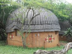 TRADITIONAL ZULU RONDAVEL (ROUND HOUSE)