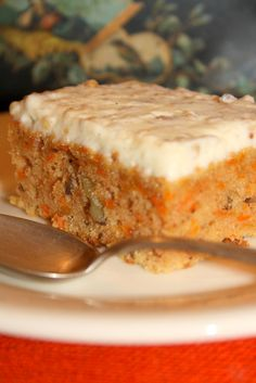 Carrot Ginger Cake // 4 grated carrots/ piece of grated ginger flour/ oil eggs/ chopped walnuts/ 1 tsp baking powder/ 1 tsp sodium tsp cinnamon/ pinch nutmeg / pinch salt min Carrot And Ginger, Pinterest Recipes, Food Lists, Banana Bread, Breakfast Recipes, Sweet Treats, Easy Meals, Good Food, Blog