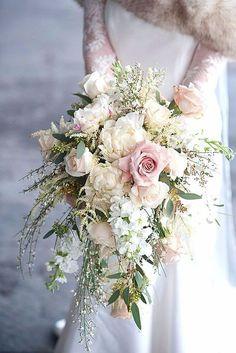 Haz que tu boda sea especial con este elegante ramo de flores Delight all your guests with this beautiful flower #bouquet Check other #wedding ideas in our boards