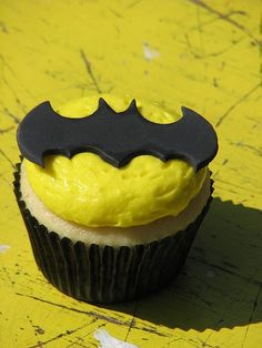 I am going to try to make these cupcakes in November for my Boyfriends 24th B-Day