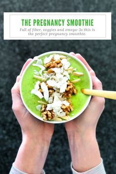 this is perfect pregnancy smoothie. Full of fiber, veggies and omega-3s, it's also vegan and gluten free. | MakingsOf.com