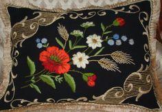 Vintage c.60s Poolse zwart kussen / zwarte wollen kussen / Hand-Embroidered bloemen kussen/Vintage decoratieve kussen / Cottage Home Decor & Living
