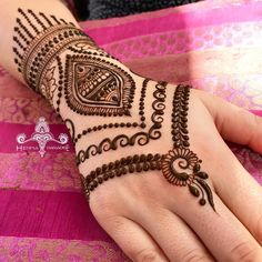 Explore latest Mehndi Designs images in 2019 on Happy Shappy. Mehendi design is also known as the heena design or henna patterns worldwide. We are here with the best mehndi designs images from worldwide. Hena Designs, Modern Mehndi Designs, Mehndi Design Photos, Beautiful Mehndi Design, Mehndi Images, Simple Mehndi Designs, Bridal Mehndi Designs, Mehandi Designs, Tattoo Designs