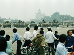 Crowds of curious Beijing residents gather to look at the military hardware in Tiananmen Square Wednesday, June 7, 1989 in Beijing. (AP Photo/Sadayuki Mikami)