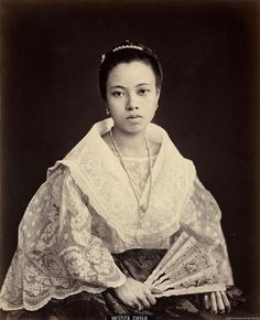 Timeless beauty: Twelve historic photos of charming Filipinas Philippines Dress, Philippines Culture, Philippines Travel, Manila Philippines, Philippines People, Filipino Art, Filipino Culture, Kauai Hawaii, Vintage Photographs