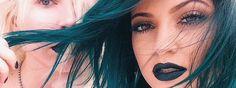 Rouge à lèvres bleu Des tendances insolites, on en a vu passées et on en verra d'autres. Mais celle dont je viens vous parler aujourd'hui, est plus qu'originale et décalée. Nous avons vu la bouche bordeaux, la bouche noire et maintenant arrive la bouche...