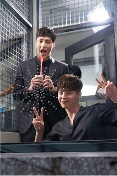 Cast of K-Drama 'W' goof around on set - with Lee Tae Hwan Lee Tae Hwan, Lee Jung Suk, W Kdrama, Kdrama Actors, Between Two Worlds, W Two Worlds, W Korean Drama, Lee Jong Suk Cute, Kang Chul