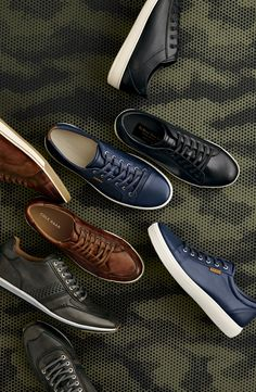 Types Of Sneakers For Men. Sneakers have been an element of the world of fashion more than you may think. Present-day fashion sneakers bear little likeness to their early predecessors but their popularity remains undiminished. Tenis Casual, Casual Sneakers, Casual Shoes, Shoes Sneakers, Mens Fashion Shoes, Men S Shoes, Sneakers Fashion, Mens Gear, Designer Shoes