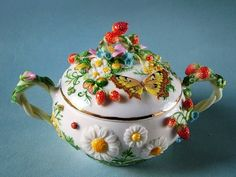 50 Most Beautiful Crockery item for your kitchen Tea Cup Saucer, Tea Cups, Teapots And Cups, Chocolate Pots, Tea Set, Biscuit, Dinnerware, Tea Party, Creations