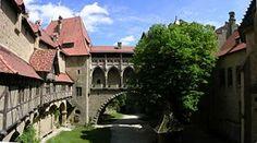 Burg Kreuzenstein - Panorama Burghof.JPG