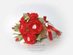 Червоні троянди в конусі