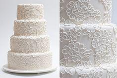 Bolo de casamento branco de quatro andares com rendas em açúcar  - Wedding Cake - Sweet Carolina