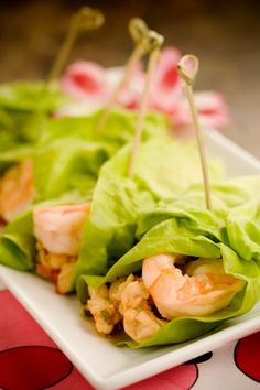 Paula Deen Lime Shrimp Lettuce Wraps - recipe uses iceberg lettuce - picture looks like butter lettuce - think I will use butter lettuce - always looking for more shrimp recipes since it is so readily available and FRESH here in Florida Paula Deen, Shrimp Lettuce Wraps, Lettuce Wrap Recipes, Cooking Recipes, Healthy Recipes, Free Recipes, Healthy Foods, Seafood Dishes, Asian