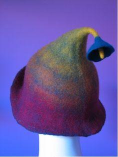 Farb-und Stilberatung mit www.farben-reich.com - Pam de Groot: Shopping Hat? Funky Hats, Cool Hats, Felted Wool Crafts, Felt Crafts, Nuno Felting, Needle Felting, Felt Hat, Wool Felt, Felt Fairy