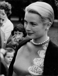 silver-screen-glamour:  Grace Kelly.