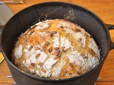 Hell brødet ut av gryten straks det er ferdigstekt Food And Drink, Baking, Bakken, Backen, Sweets, Pastries, Roast