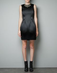 I want this holiday dress. The structure is amazing. Minimal or even no accessories. Classic, yet modern.