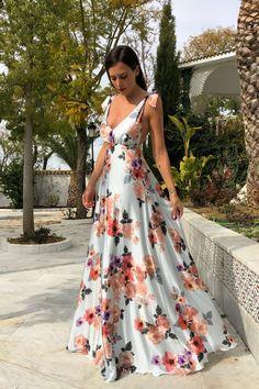 VESTIDO ALBA CELESTE - Rocío Osorno - Diseñadora de moda - Sevilla Pretty Prom Dresses, Flower Dresses, Floral Maxi Dress, Beautiful Dresses, Nice Dresses, Casual Dresses, Fashion Dresses, Dress Outfits, Haute Couture Dresses