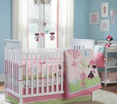 Add a few flutters of style to bedtime with the Minnie Mouse Butterfly Charm 4 piece Crib Bedding Set
