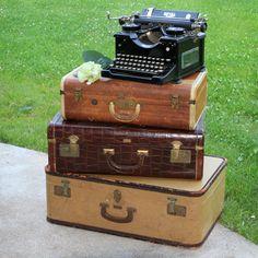 Vintage Luggage with Classic Royal Typewriter Royal Typewriter, Retro Typewriter, Antique Typewriter, Vintage Suitcases, Vintage Luggage, Vintage Typewriters, Vintage Trunks, Rental Decorating, Vintage Market