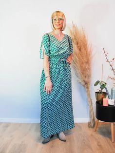 Jurk Amali Japanese Sustainable Clothes, Short Sleeve Dresses, Dresses With Sleeves, Pantone, Japanese, Summer Dresses, Prints, Fashion, Moda