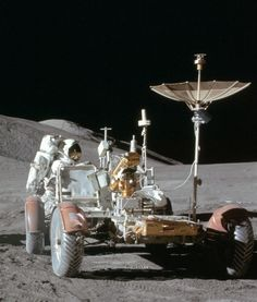 Nasa July 1971 – Apollo 15 astronaut Jim Irwin works at the lunar rover at the end of the first moonwalk of the mission.