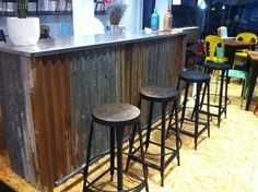 Bar con decoración industrial   Decora tu hogar: muebles industriales ...