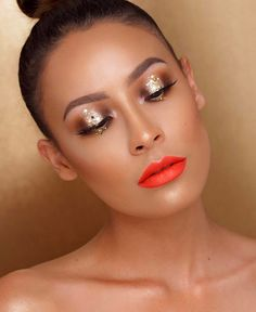 @desiperkins is a golden babe in our #IconicLiteLashes! ✨ In love with the sparkle & pop of color!