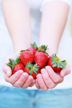 EAT HEALTHY Fresh Red Strawberries