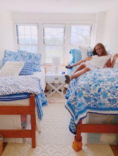 Preppy Dorm Room, Preppy Bedroom, Blue Bedroom, Dorm Room Designs, College Dorm Rooms, Cozy Room, My New Room, Architecture, Room Inspiration