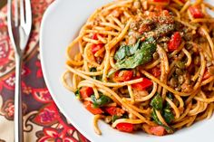olive oil pasta with walnuts, lentils and red peppers #vegan #ohsheglows