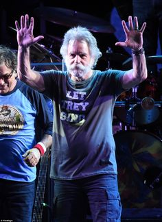 Farewell: Bob Weir of The Grateful Dead waves to the crowd and soaks in the atmosphere at the 'Fare Thee Well, A Tribute To The Grateful Dead' tour Grateful Dead Tour, Grateful Dead Shows, Dead Band, Bruce Hornsby, Trey Anastasio, Mickey Hart, Bob Weir, Dead And Company, Chicago Shows
