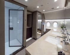 Peek Inside a Boeing Dreamliner Private Jet Jets Privés De Luxe, Luxury Jets, Luxury Private Jets, Private Plane, Luxury Life, Luxury Homes, Boeing Business Jet, Private Jet Interior, Yacht Interior