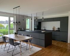 Dark cabinets on window side with a floating wooden shelf above the window like in another pintrest image in Kitchen gallery Grey Kitchen Interior, Dark Grey Kitchen, Grey Kitchen Designs, Grey Kitchen Cabinets, Kitchen Cabinet Design, Interior Modern, Modern Kitchen Design, Dark Cabinets, Home Interior