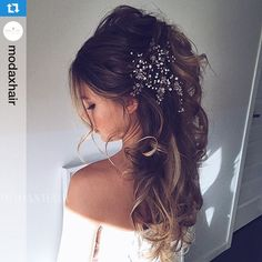 Absolutely beautiful styling by the one and only @modaxhair incorporating J'adore Clip In extensions #MODAXHAIR  #jadorehairsupplies #hairextensionsonline #hairextensionsaustralia #hairextensionsupply #hairextensions ..... Model @_brooklyn.k  HAIR #MODAXHAIR  Accessories @modaxhair_store @jadorehairsupplies Russian Clip In extensions ✨