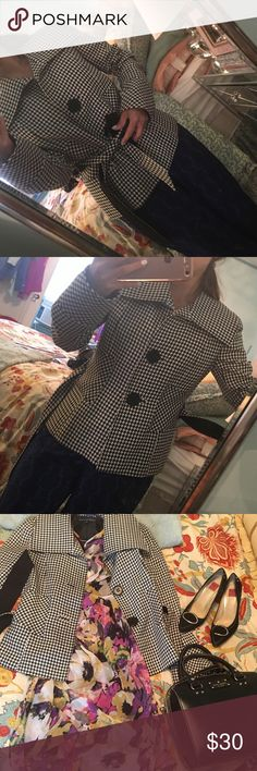 Houndstooth jacket Perfect for fall, houndstooth jacket size 2 Jackets & Coats Trench Coats