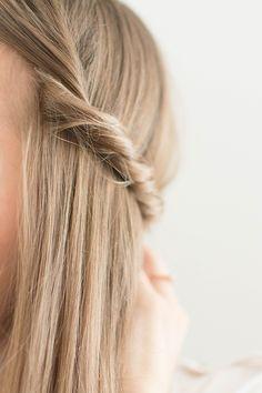 Fashiontamtam präsentiert 5 Tipps wie die Flechtfrisur sicher gelingt. it's O'right! #Flechtfrisur #O'right Undone Look, Natural, Fashion, Quick Hairstyles, Yarn Braids, Braided Hairstyles, Tips, Moda, Fashion Styles