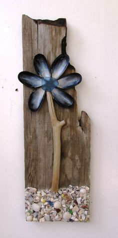 Driftwood and Shell Flower Reclaimed Wood by PeaceLoveDriftwood Seashell Projects, Driftwood Projects, Driftwood Art, Beach Sand Crafts, Beach Themed Crafts, Seashell Art, Seashell Crafts, Rock Crafts, Crafts To Make