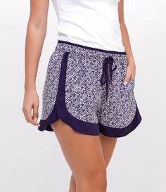 R$ 69,90   Short feminino     Estampado      Com faixa lateral   Cordinha para amarração na cintura    Marca: Marfinno      Tecido: viscose      Composição: 100% viscose      Modelo veste tamanho: P