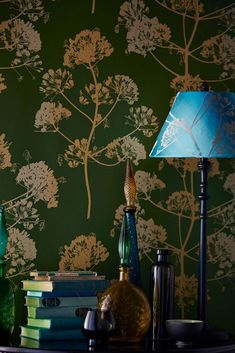 Meadow flowers straight from nature on a pearlescent green background are the basis for the oriental beauty of our pattern wallpaper Emorie. Wallpaper Samples, Fabric Wallpaper, Pattern Wallpaper, Wallpaper Dorado, Golden Wallpaper, Light Colors, Colours, Dark Curtains, Meadow Flowers