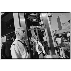 Mary Ellen Mark - Gallery - New York Street - 412F-003-002 September 11th 2003 Manhattan, New York 2003