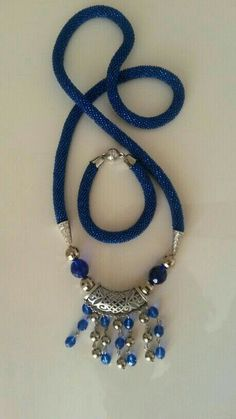 This Pin was discovered by AYL Rope Jewelry, Bead Jewellery, Jewelry Crafts, Beaded Jewelry, Jewelery, Handmade Jewelry, Beaded Necklace, Necklaces, Bead Crochet Rope