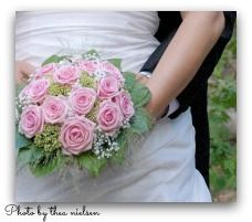 bride and groom with pink rose bouquet