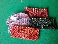 pochette portaocchiali cm 18 per 10 in cordoncino cerato con pietre : Altri accessori di macrame-di-doralice