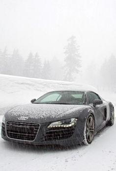 Een hele mooie Audi , zeer goede staat heeft slecht 20.000 kilometers gelopen. Vorige week vlekkeloos door de keuring gekomen.