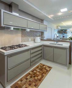 Choosing New Kitchen Cabinets If You Are Kitchen Remodeling Kitchen Room Design, Modern Kitchen Cabinets, Kitchen Cabinet Design, Modern Kitchen Design, Home Decor Kitchen, Interior Design Kitchen, Modern Kitchen Interiors, Modern Kitchens, Cuisines Design