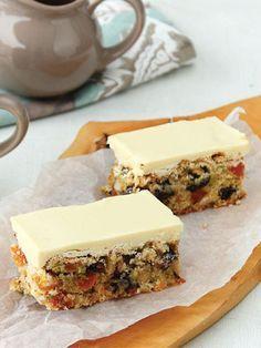 Beyaz çikolata soslu meyveli kek Tarifi - Hamur İşleri Yemekleri - Yemek Tarifleri
