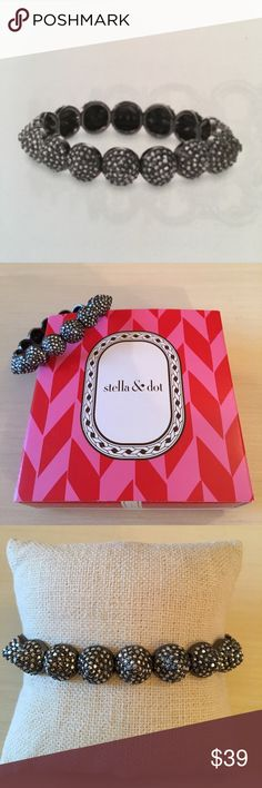 NWT Stella & Dot Nikita Stretch Bracelet Shiny hematite plating combined with pave makes for a great balance a fashionista with feminine sparkle. For small to large wrists. In pristine never used condition and with original box. Stella & Dot Jewelry Bracelets